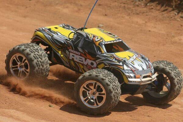 Coche monster truck RC Traxxas REVO